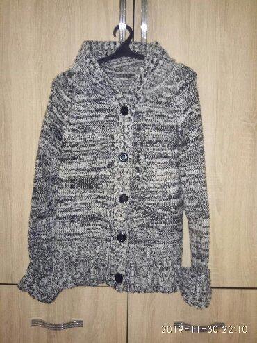 джемпер крючком в Кыргызстан: Джемпер вязанный.очень теплый с капюшоном.размер50,52