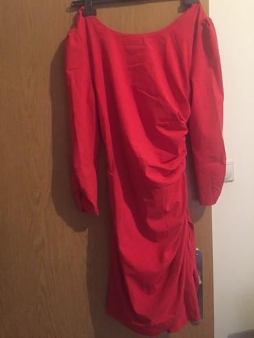 Prelepa crvena haljinica, ne vidi se lepo na slikama. Odgovara M L - Belgrade