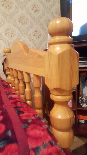 Продаю кровать односпалку из массива в Бишкек