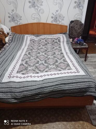 Двуспальные кровати - Кыргызстан: Спальный кровать в хорошем состоянии