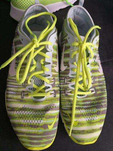 Nike patike - Srbija: Nike patike jako malo nosene. bez ostecenja. Preudobne