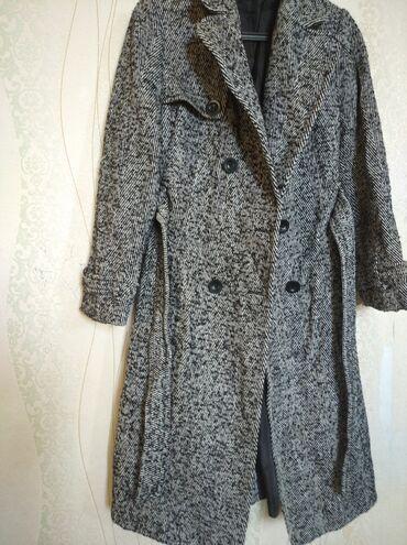 Пальто шерстяное в отличном состоянии. 48-50 размер. Район