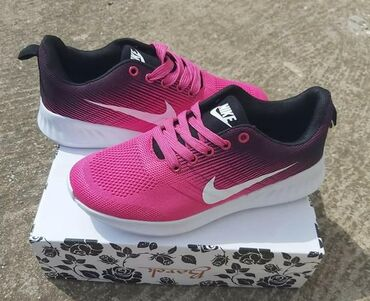 Ženska obuća | Sokobanja: Pink-crne Nike patike, lagane su bas kao da nemate nista na nozi