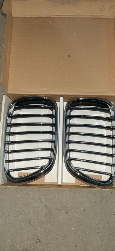BMW X5 (XROM) radiator barmaqligi teze upakovkadi. ideal veziyetdedi