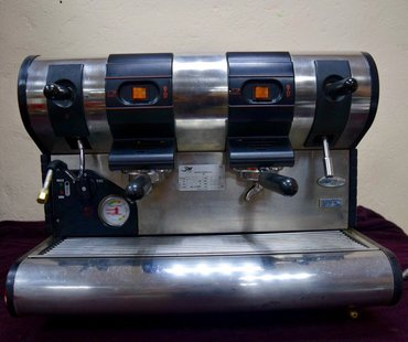 кофемашина для фаст фуда в Кыргызстан: Профессиональная кофемашина la san marco Полуавтомат очищена от накипи