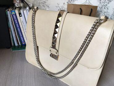 Продаю сумку от ( Valentino ) 550 сом  ( продаём срочно)  Очень вмести