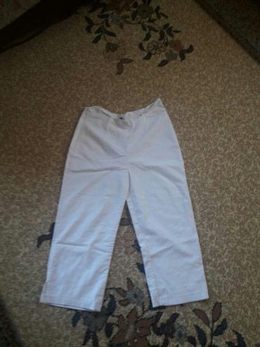 Zenske pantalone na liniju - Srbija: Zenske kratke pantalone. Bela boja prate liniju tela,veoma lagane i