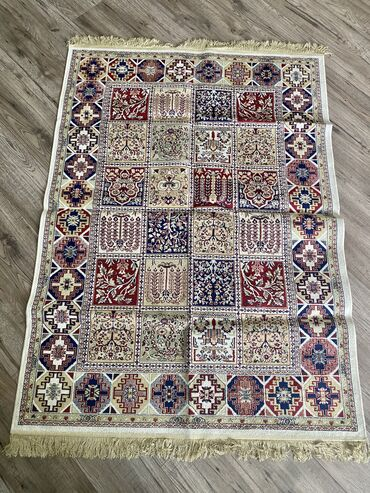 Продаю тонкий шёлковый ковёр,размер:длина 1.70,ширина