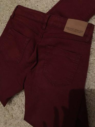 Zara bordo pantalone (materijal slican dzinsu), S velicina, dubok - Novi Sad