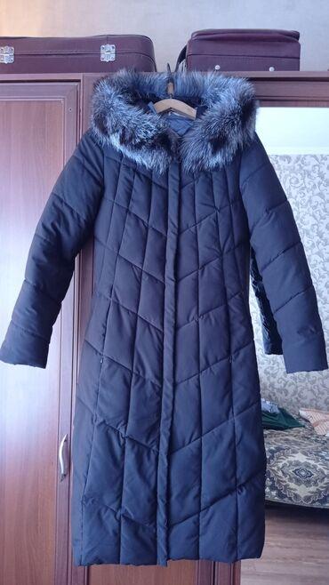 Зимняя удлиненная куртка бу черного цвета в отличном состоянии,носили