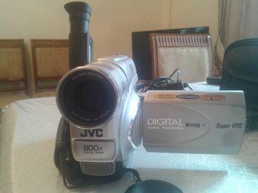 Sumqayıt şəhərində JVC 800-Kamera satıram.Ustunda el sumkası,kaset,cekilen kasete video