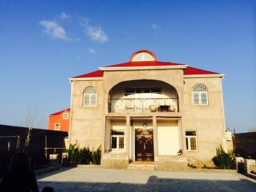 Bakı şəhərində Qaradag rayonu Qobustan qesebesinde deniz kenarinda 2 mertebeli ev