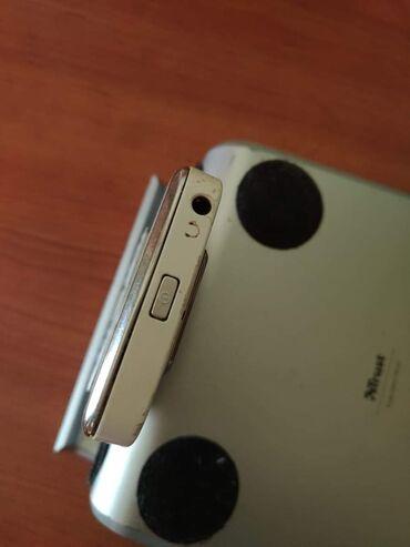 Mobilni telefoni - Kucevo: Dobro ocuvana legendarna NOKIA E72. Na telefonu je ostecen ekran,sve