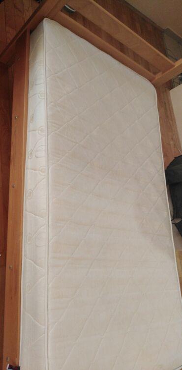 Kuća i bašta - Srbija: Prodajem krevet sa dusekom 90 x 180, u odlicnom stanju, star godinu da
