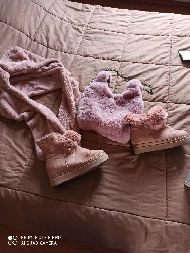 Σετ με οικολογική γουνα, ροζ χρώμα, τα μποτάκια Νο. 39 φορεμένα 2