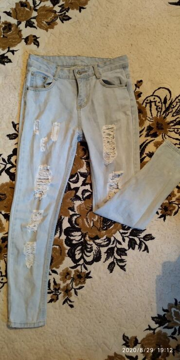 Джинсы - Сокулук: Джинсы классные рваные модные отдам почти даром за 200, покупала за