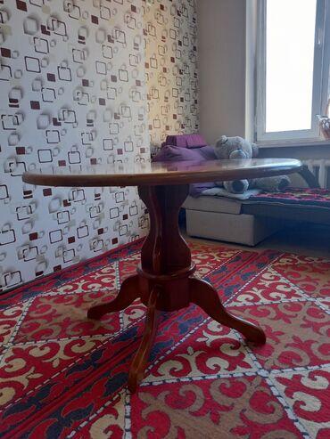 стулья для зала бишкек в Кыргызстан: Стол обеденный с 6 стульями (табуретки) в отличном состоянии. Диаметр