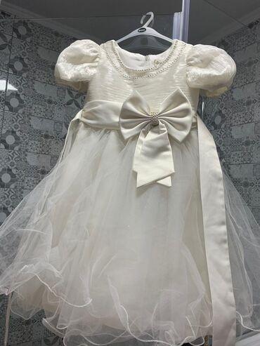 платья со штанами узбекские в Кыргызстан: Продаю 2 белых праздничных детских платья, возраст 4~6 лет. В хорошем