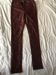 New yorker pantalone, velicina s. Napred i pozadi razvučene na - Uzice