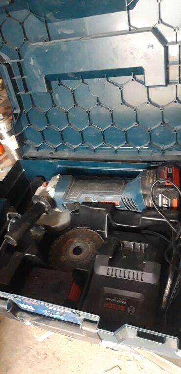 Болгарка . Аккумуляторной болгарка Bosch ОРИГИНАЛЬ . Почти новый