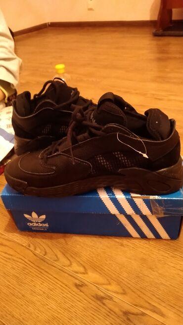 sport forma adidas в Кыргызстан: Продам кроссовки адидас кожаные не носились размер не подошёл!