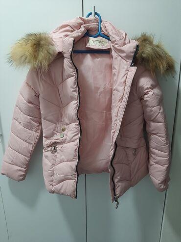Zimske jakne sa krznom - Srbija: Prelepa zimska jakna u M vel sa pravim krznom na kapuljaci! Samo