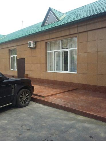 маленькое офисное помещение в Кыргызстан: Сдаю офисные помещения расположены центре города