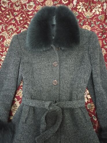 пальто лама в Кыргызстан: Женское пальто короткое до бёдер, с поясом, очень теплое, зима- осень