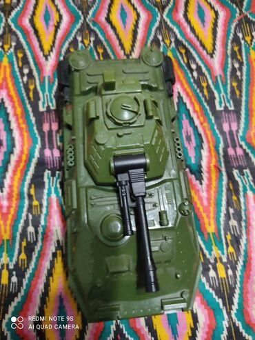 Игрушечный танк для мальчиков. Изготовлено в Узбекистане