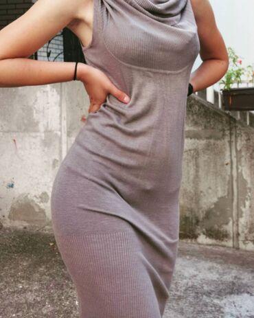 Odlična haljinica, moze i za zimske i letnje prilike.Duga je, ne skroz