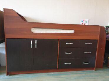Детская мебель - Бишкек: Высота 130 см длинна со ступеньками 220 см. матрас 190 см. В
