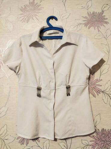 Продаю белые рубашки для девочек. Размеры разные от 3 класса до