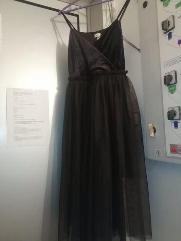 Svečana haljina, crna, kombinacija pliša i tila. Veličine S, nova