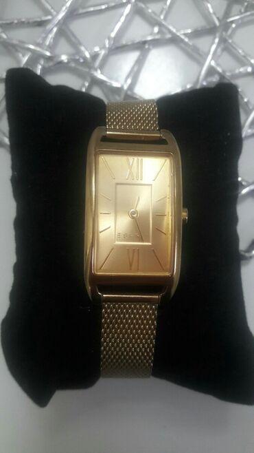 Prodajem Espritov sat u okk stanju. Malo nosen i skoro kao nov. Cena