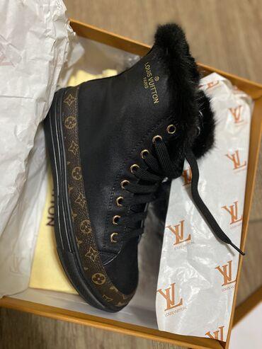 sapozhki 37 в Кыргызстан: Новые зимние кеды Louis Vuitton 37 размер (маломерки) Натуральная кожа