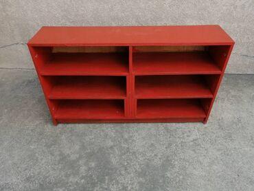 74 - Srbija: Crvena komoda, dimenzija 128x30 /74 u dobrom stanju, za više