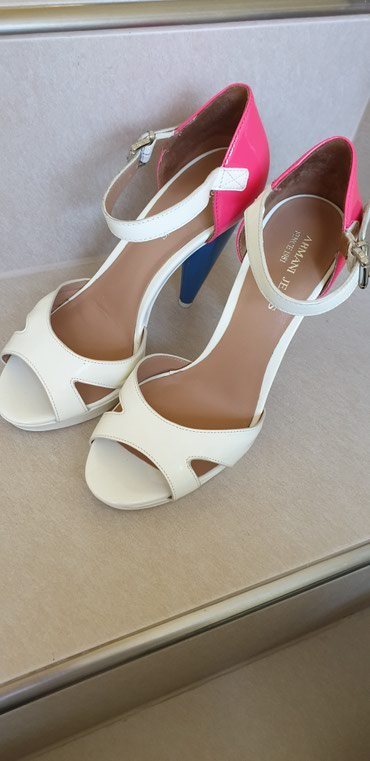 Giorgio-majica - Srbija: ARMANI sandale 36,dva puta obuvene,kupljene u Italiji
