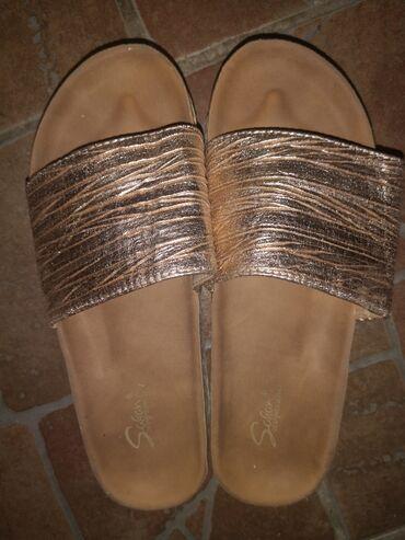 Papuce nove ne korišćene u zlatnoj boji, broj 36
