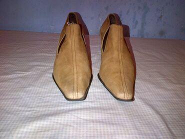 Materijal cista - Srbija: Zenske cipele broj 37 -duzina gazista je 23,5.,cm.- bez ostecenja