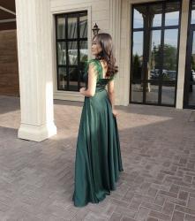 прямое платье красиво в Кыргызстан: Продаю вечернее шелковое платье в изумрудном цвете