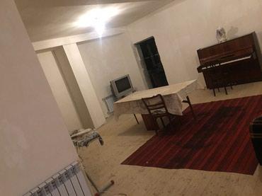 Bakı şəhərində Iki mertebeli evin birinci mertebesi 225 kvadrat olan yawayiw evi
