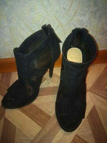 жилетка bershka в Кыргызстан: Шикарная обувь оригинал Bershka, покупала в Дубаи. Размер 37 в