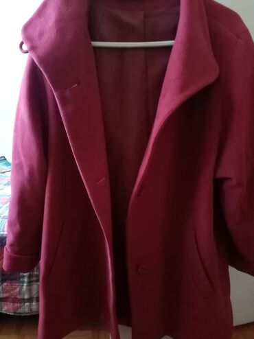 Crveni kaputić, bez ikakvih oštećenja, veličina xl/xxl