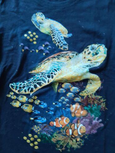 Majica zenska sa kornjacama i ribicama, teget boje. Veličina M