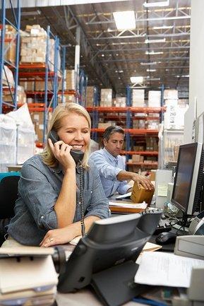 Требуется заведующий склада:Обязанности:руководит работой склада в Ош
