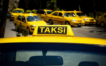 Bakı şəhərində Taksi sirketine sexsi masini olan beyler teleb olunur,emek haqqi
