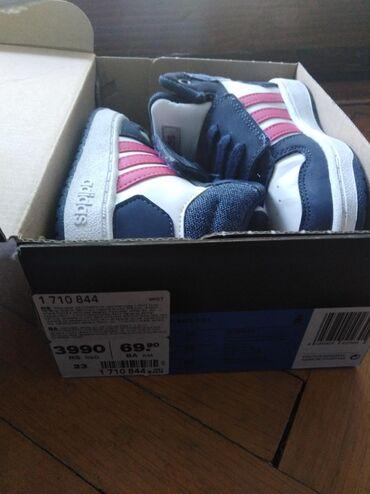 Na prodaju Adidas patike decije br. 23,par puta nosene, male detetu