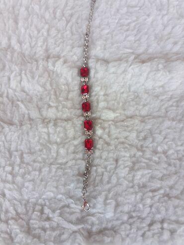 Oprema   Bor: Narukvica sa crvenim kamenom