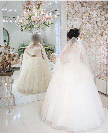 Свадебные платья и аксессуары - Кыргызстан: Продаю свадебное платье  Платье в идеальном состоянии.  Сетку можно уб
