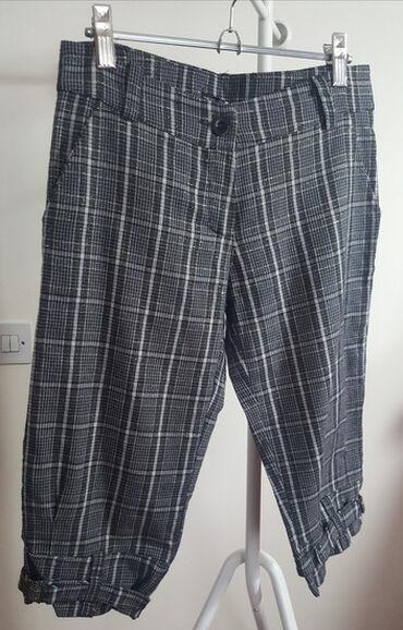 Karirane kratke pantalonice, italijanske make Mezzo.  Savrseno stoje p